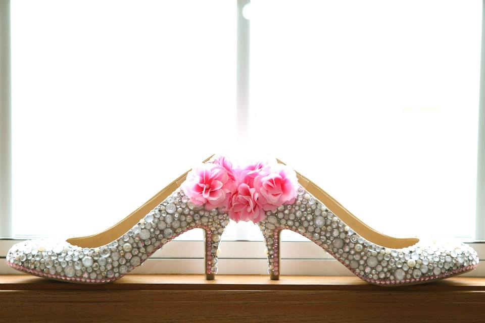 wedding shoes, jewels, flowers, wedding day