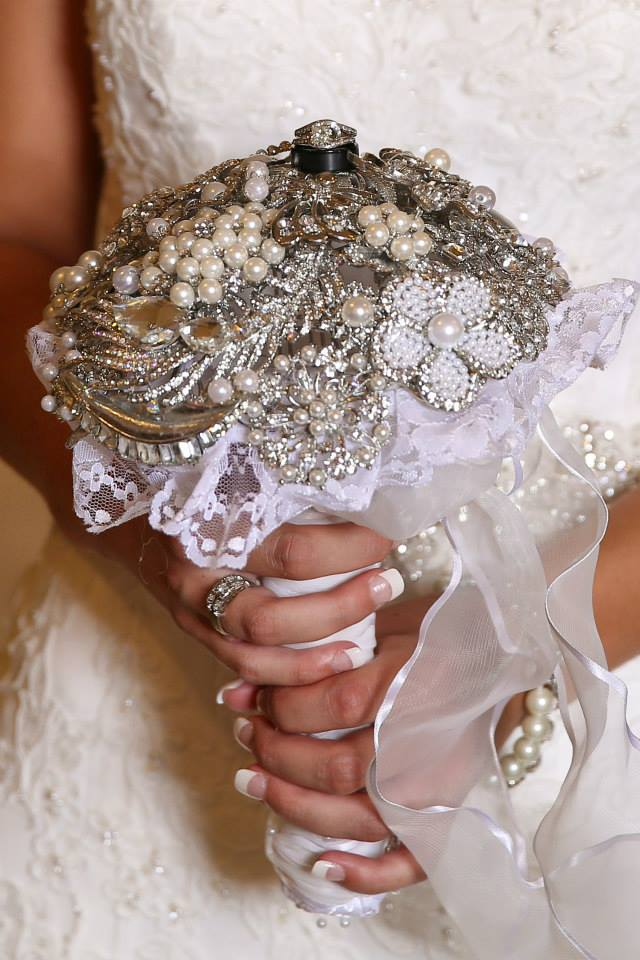 brooche bouquet, brooches, wedding day