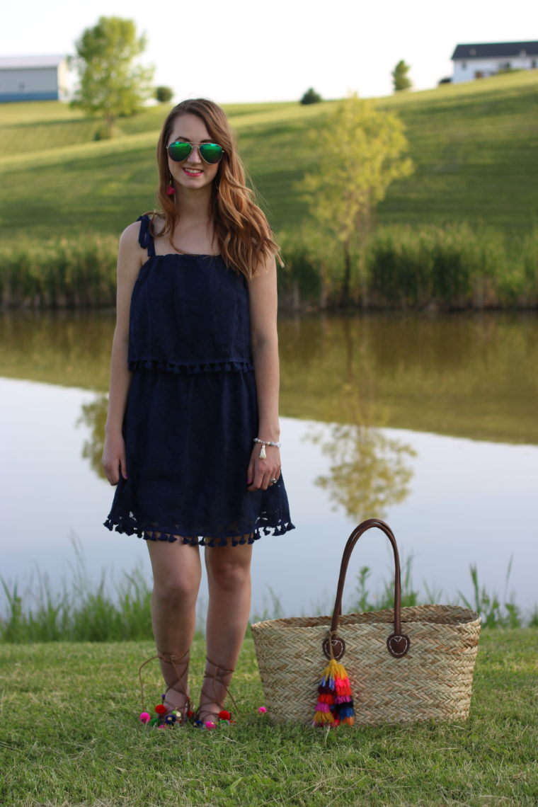 beach look, navy blue pom pom dress, summer look, straw tassel tote