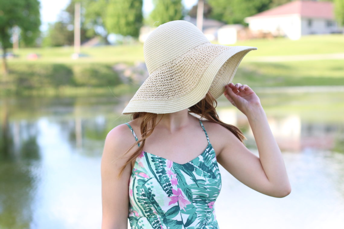floppy hat, palm tree dress, beach look, Summer