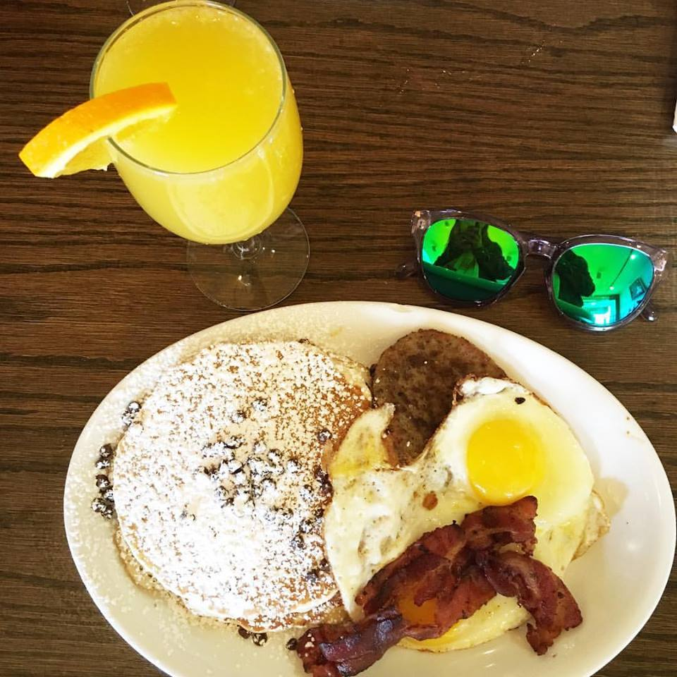 Firmoo sunglasses, brunch, Janik's Cafe, Chicago,