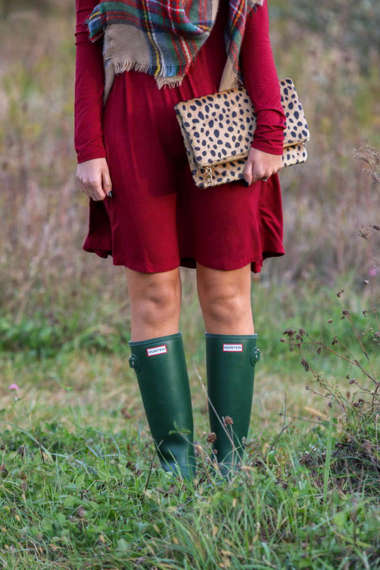 for the love of glitter, green Hunter boots, leopard clutch, burgundy dress