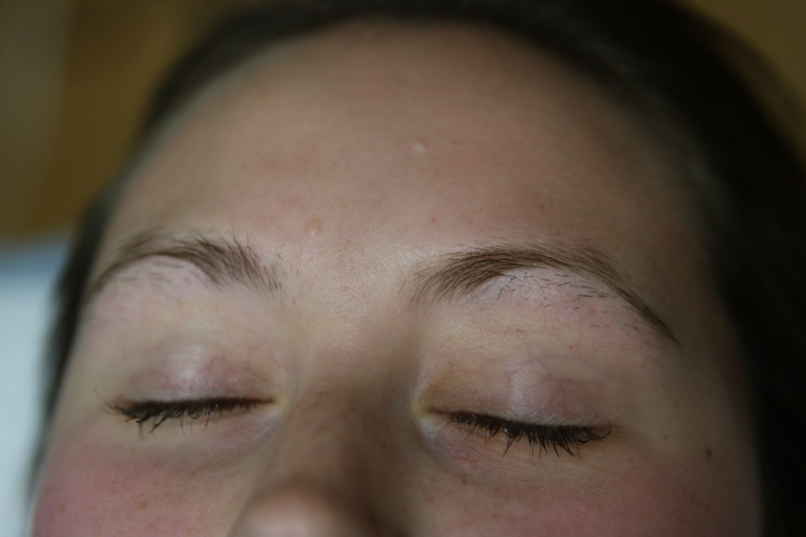 microblading, microbladded eyebrows