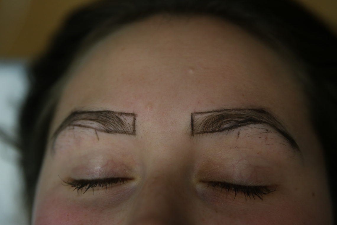 beauty technique, microblading, microbladded eyebrows