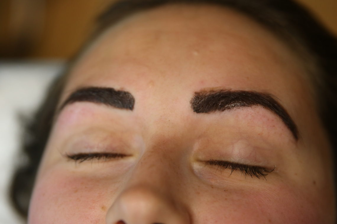 microbladding, microbladded eyebrows. beauty technique